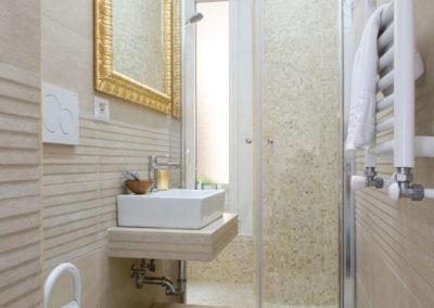 cambiare vasca con doccia e sostituzione vecchi sanitari