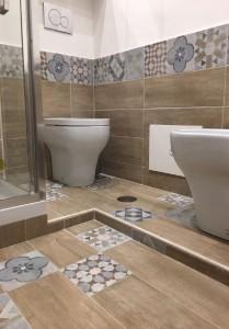 rifare bagno pavimento rivestimento impianti sanitari tinteggiatura