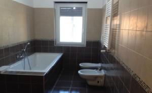 rifacimento bagno completo demolizioni massetto pavimento rivestimento sanitari pittura roma