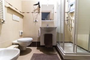 rifacimento bagno completo roma 2.680 €